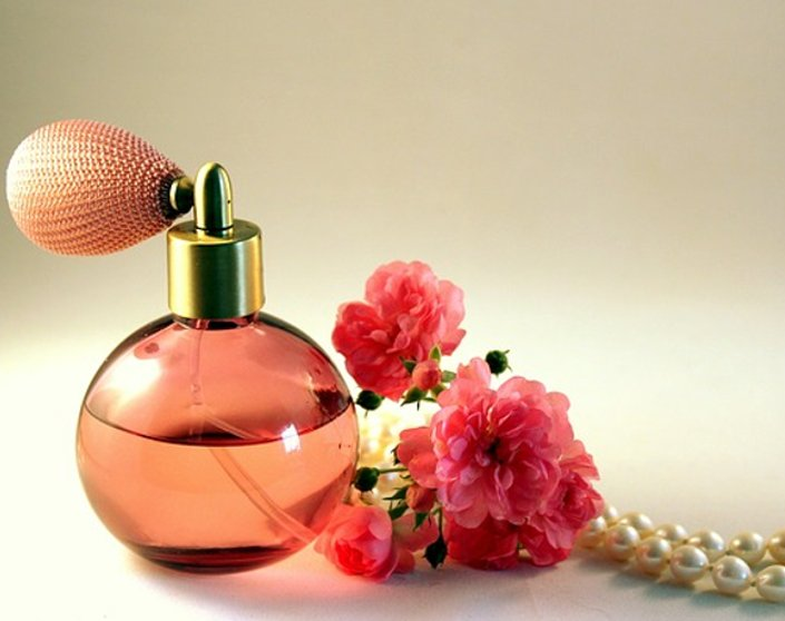 5 Great Perfumes To Make Every Latina Feel Beautiful | Hermosaz