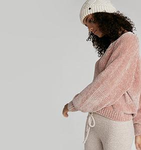 Plush Chenille V-Neck Sweater | Hermosaz