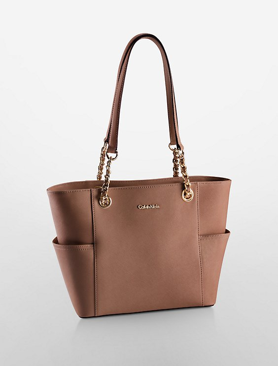 Calvin Klein SAFFIANO LEATHER CHAIN-TRIMMED TOTE BAG | Hermosaz
