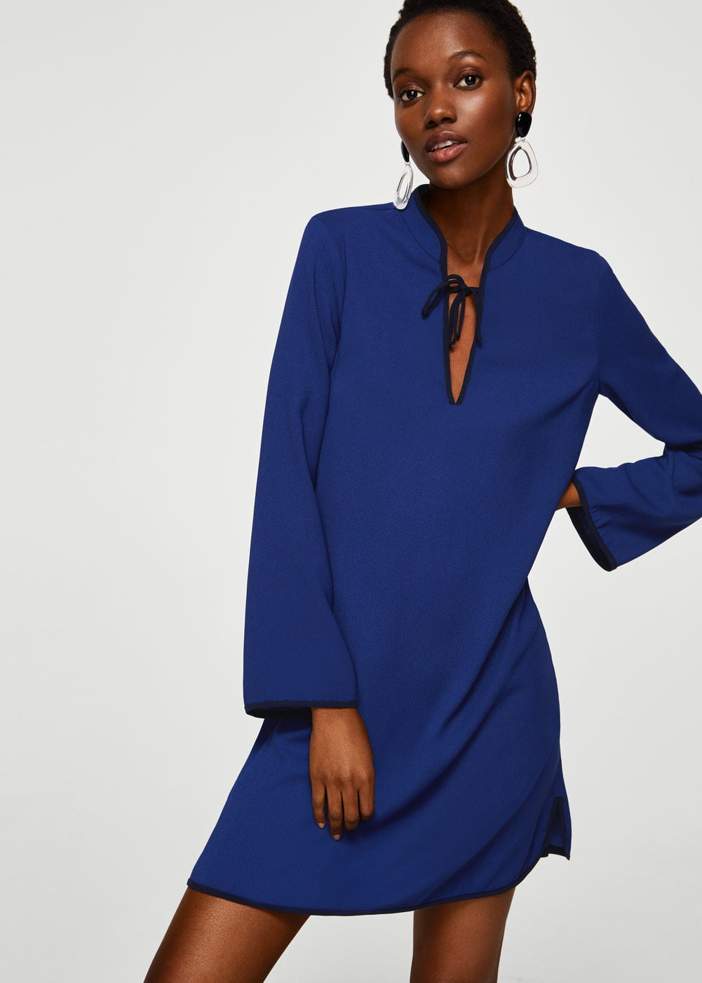 V-neckline dress | Hermosaz