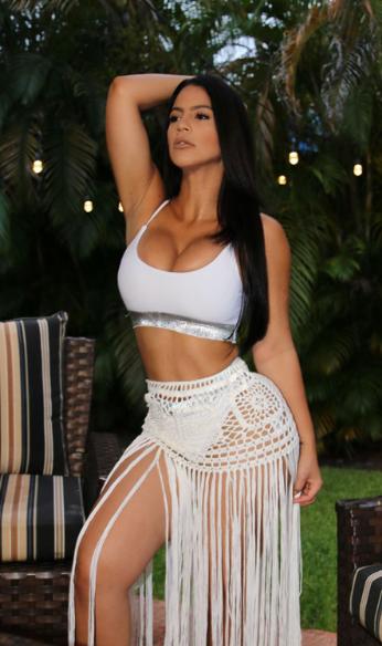 Litza Yanez white outfit