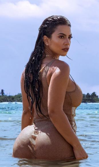Litza Yanez beach