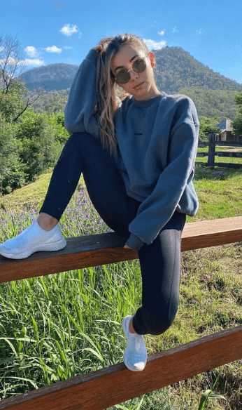 Mila wearing casual outfit photo