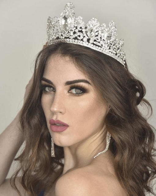 Miss Uruguay side pose