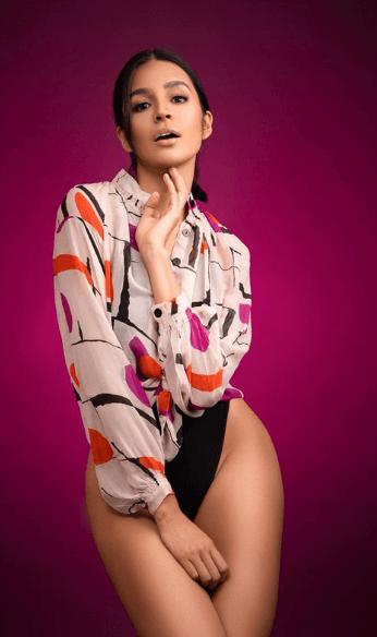 Diana pose in violet background